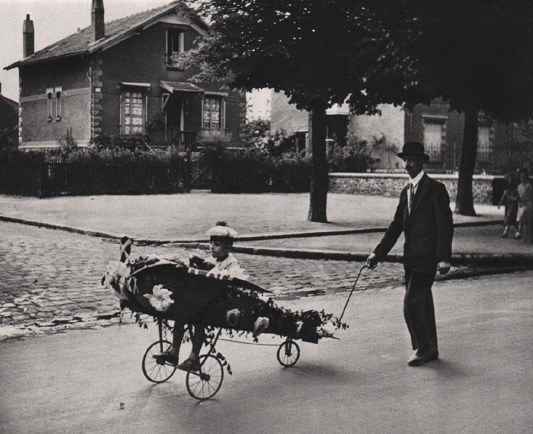 ROBERT DOISNEAU - Daddy's Plane, 1934