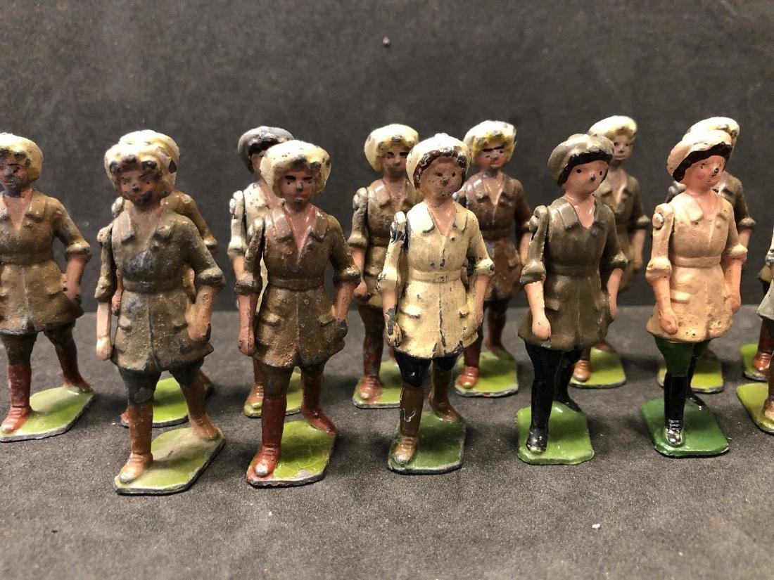 Britains From Set 535 Land Girls Various Colors Pre War - 2
