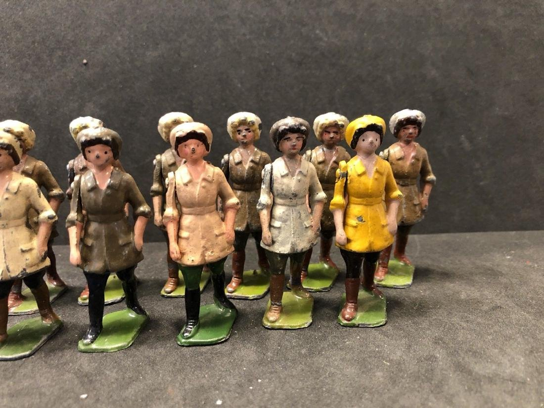 Britains From Set 535 Land Girls Various Colors Pre War - 3