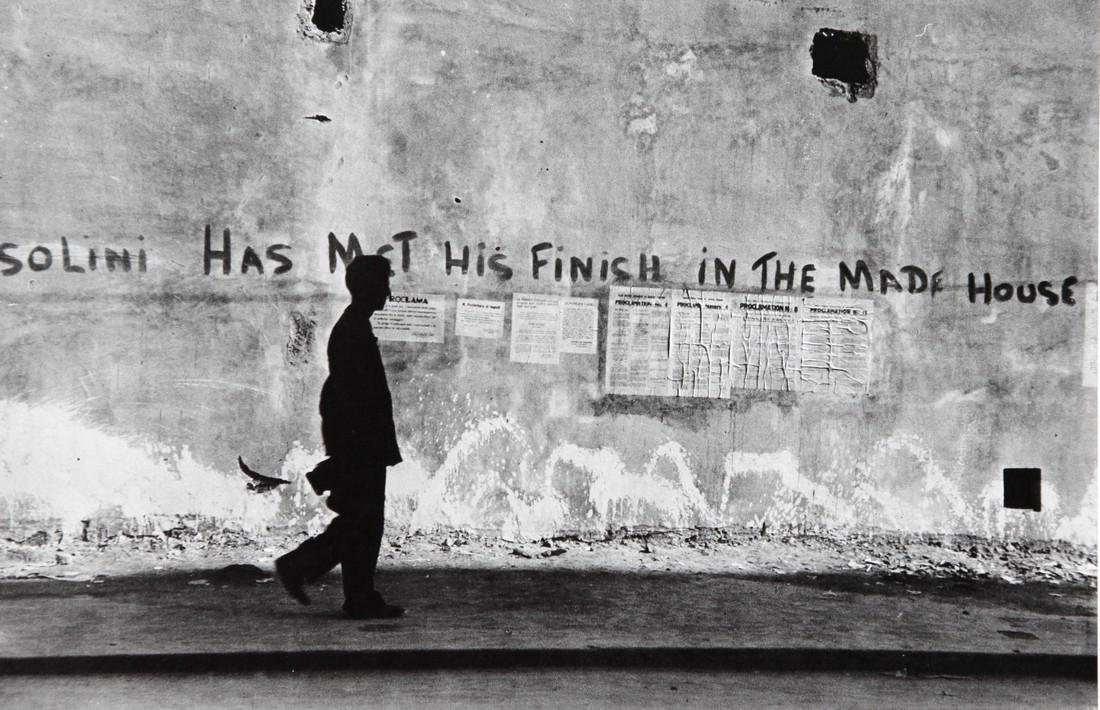ROBERT CAPA - Anti fascist Paintied on Walls Naples