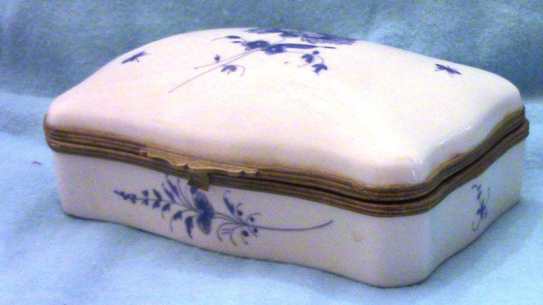 FRANCE Small Vintage Porcelain Dresser Box