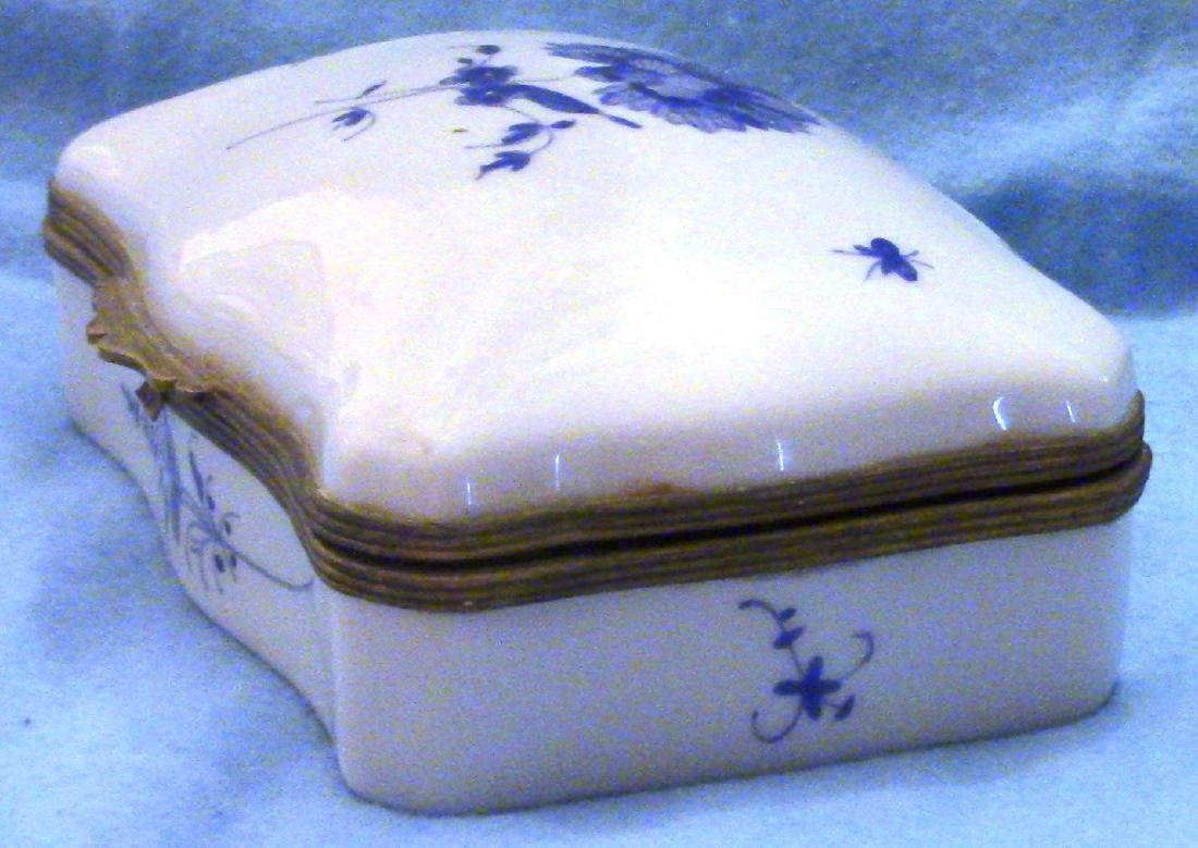 FRANCE Small Vintage Porcelain Dresser Box - 3