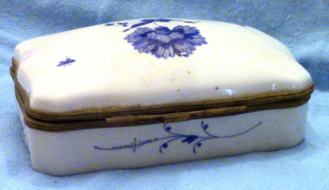FRANCE Small Vintage Porcelain Dresser Box - 5