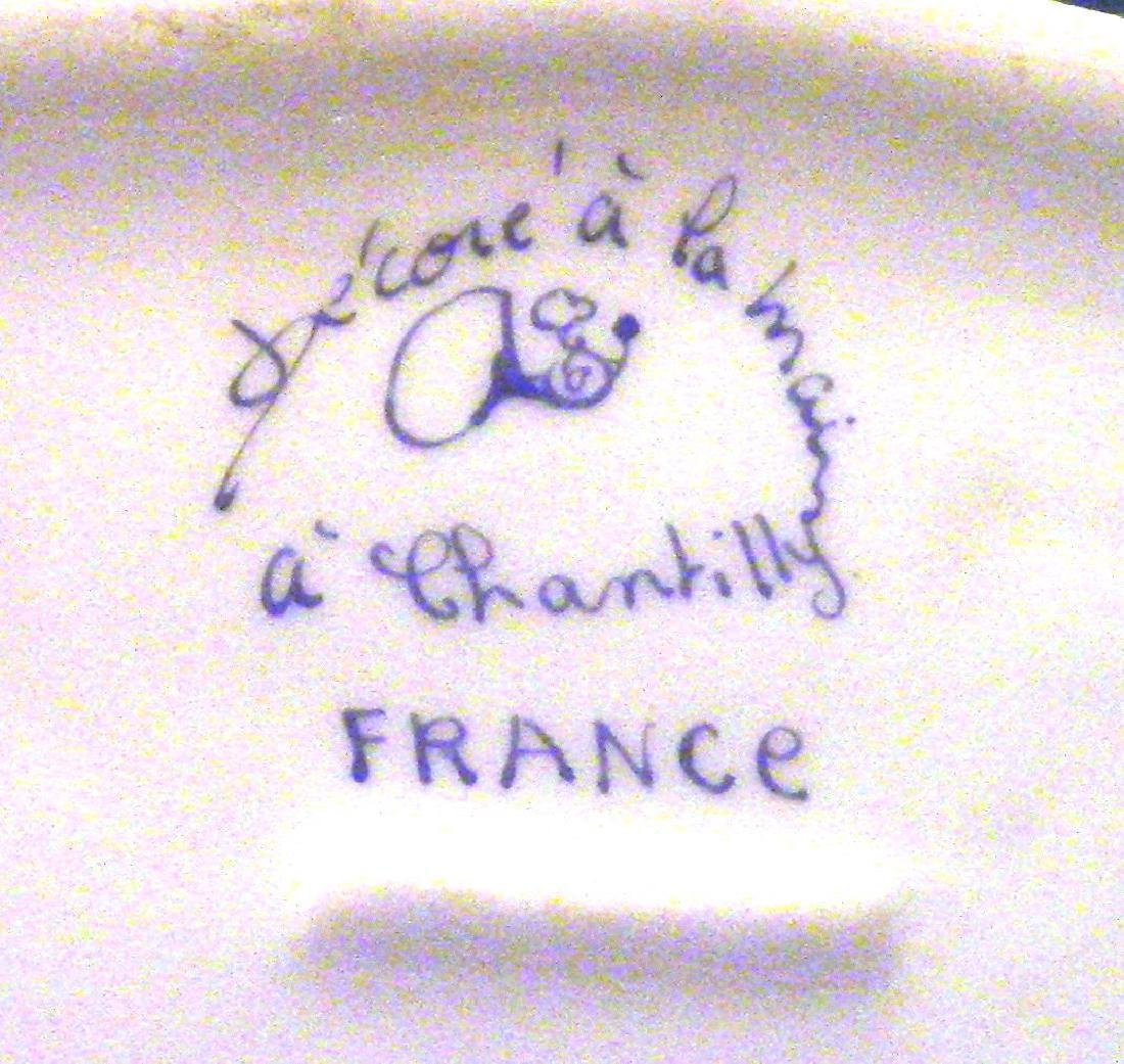 FRANCE Small Vintage Porcelain Dresser Box - 8