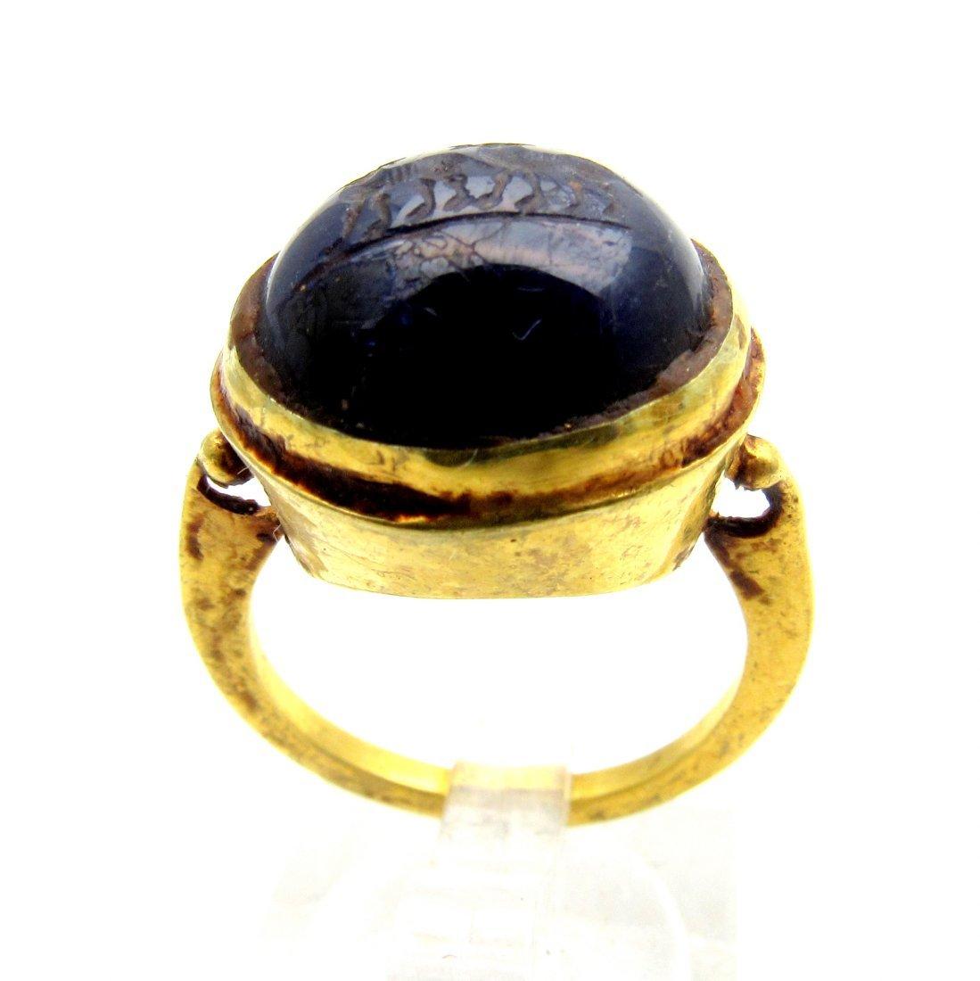 Persian Medieval Gold Ring with Lapis Lazuli Intaglio - 2