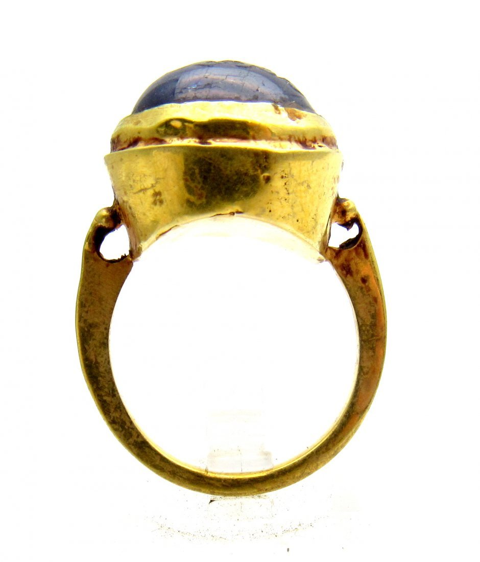 Persian Medieval Gold Ring with Lapis Lazuli Intaglio - 4