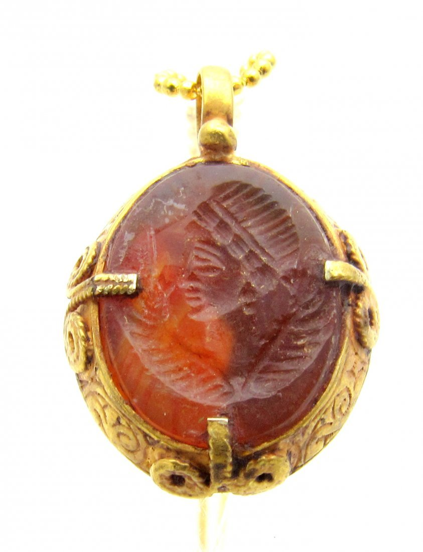 Persian Medieval Gold Pendant with Carnelian Intaglio