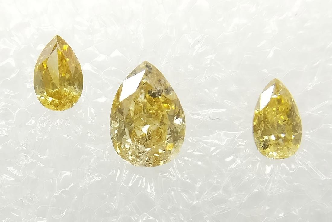 Triple of 3 Pear cut diamonds total 0.42 ct F.I. to