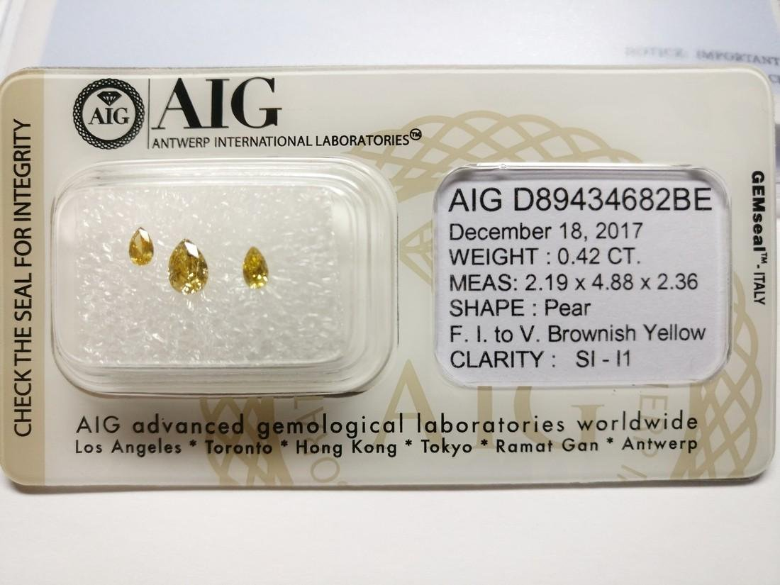 Triple of 3 Pear cut diamonds total 0.42 ct F.I. to - 2