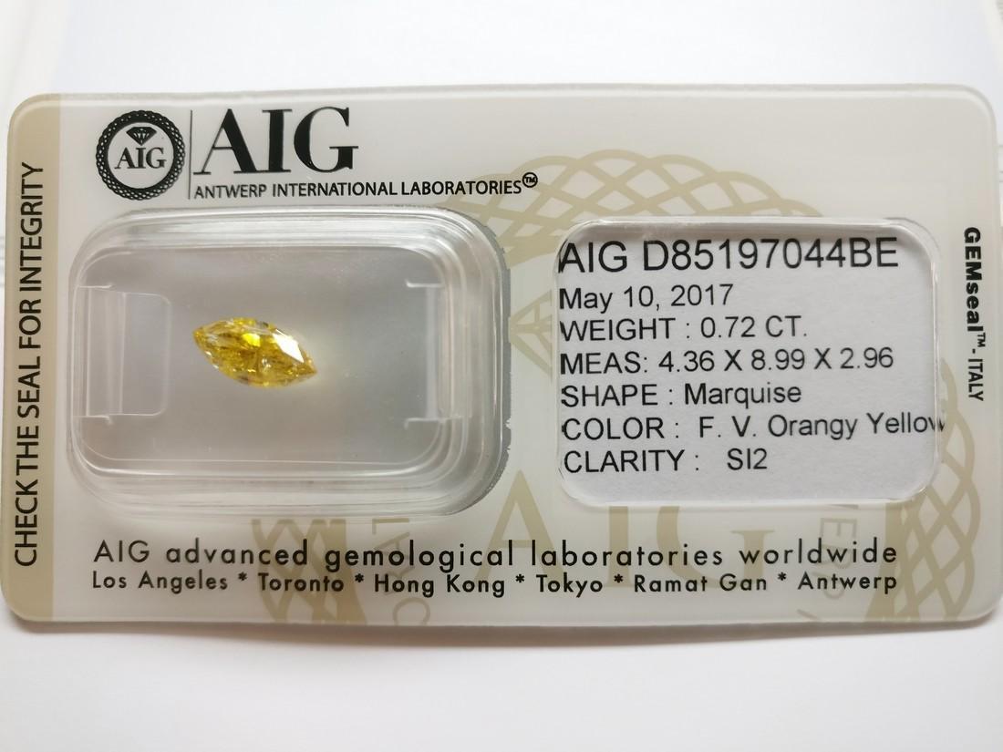 0.72 ct Marquise cut diamond Fancy Vivid Orangy Yellow - 2