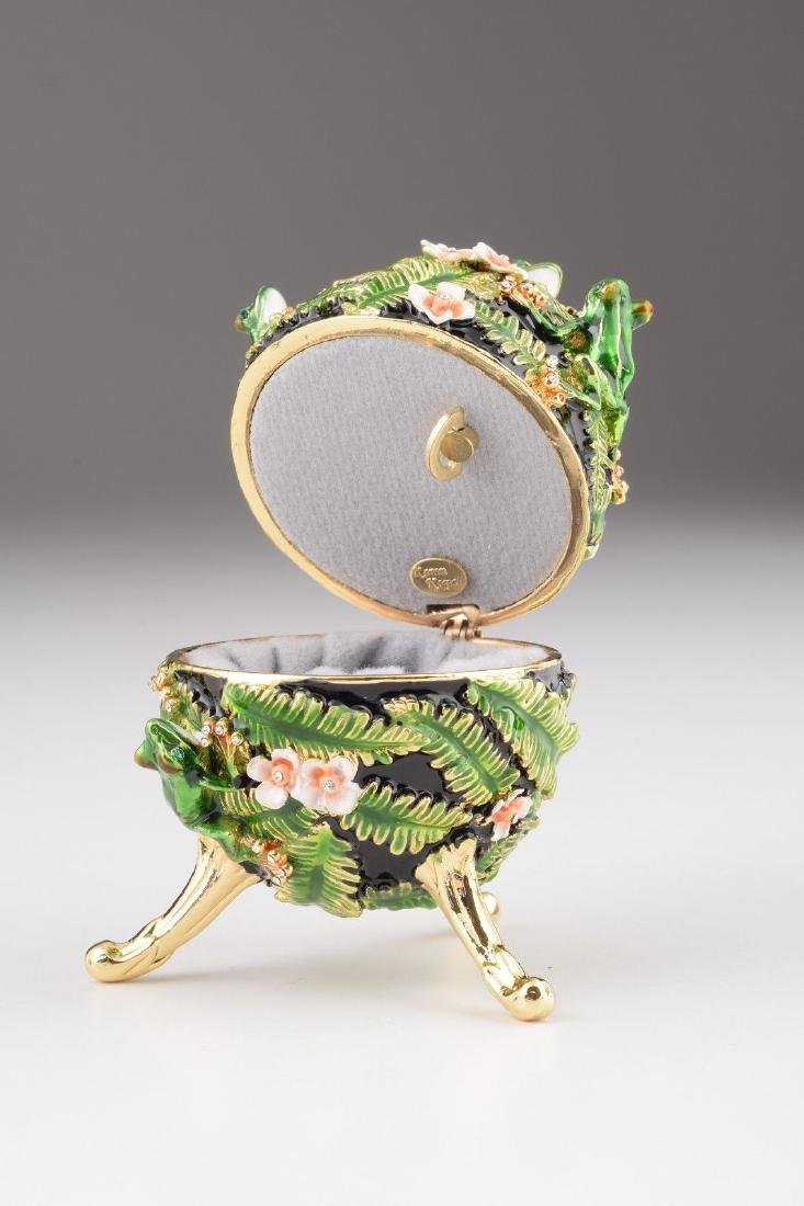 Fabergé Style Egg - Jewelery & Music box with frogs - 2