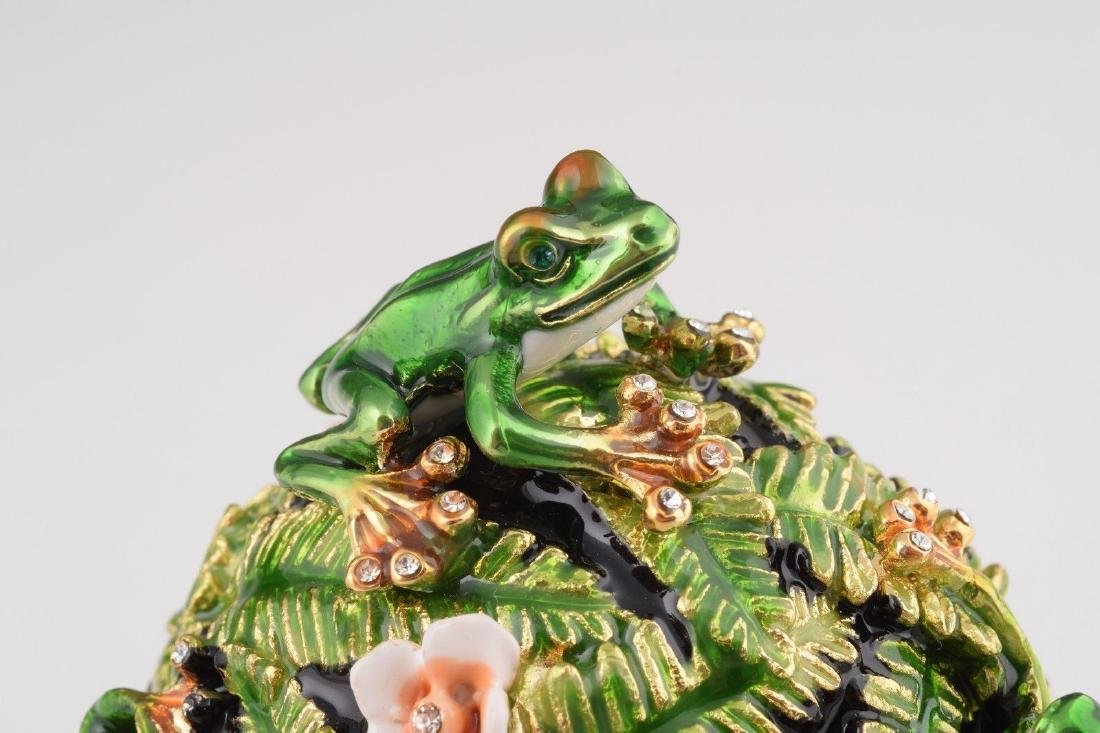 Fabergé Style Egg - Jewelery & Music box with frogs - 5