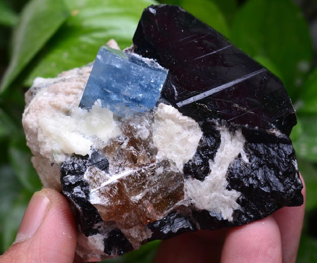 Aquamarine combine with Quarz and Albite - 6