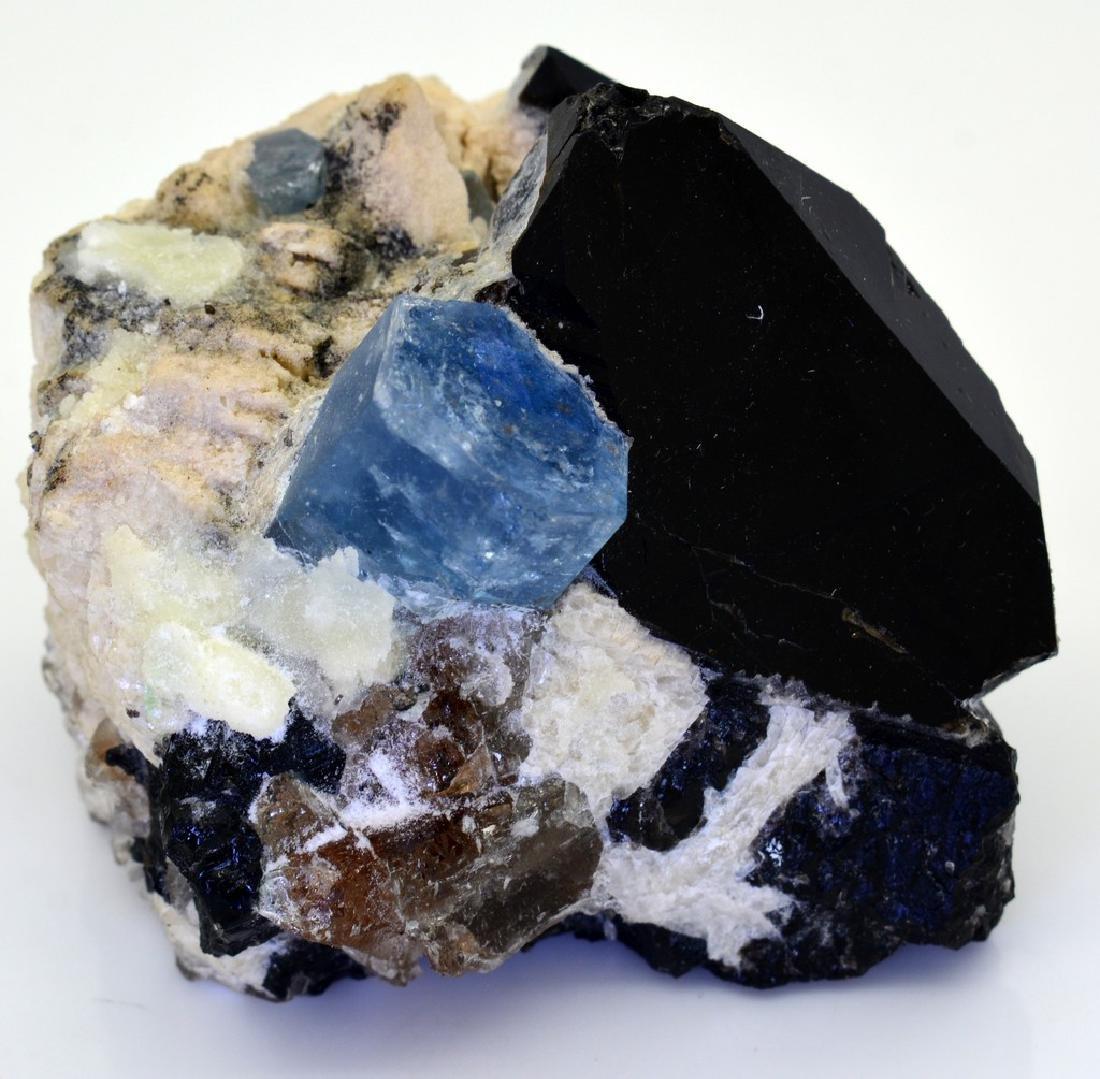 Aquamarine combine with Quarz and Albite - 7