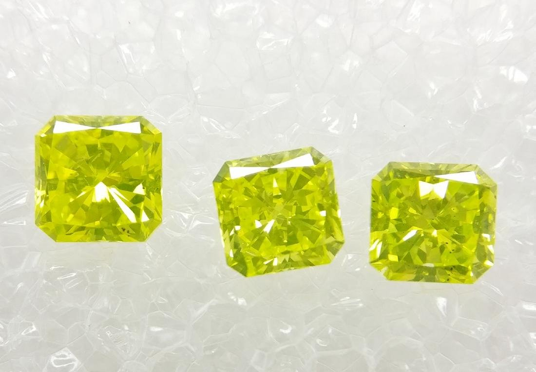 Triple of 3 Radiant cut diamonds total 0.89 ct Fancy