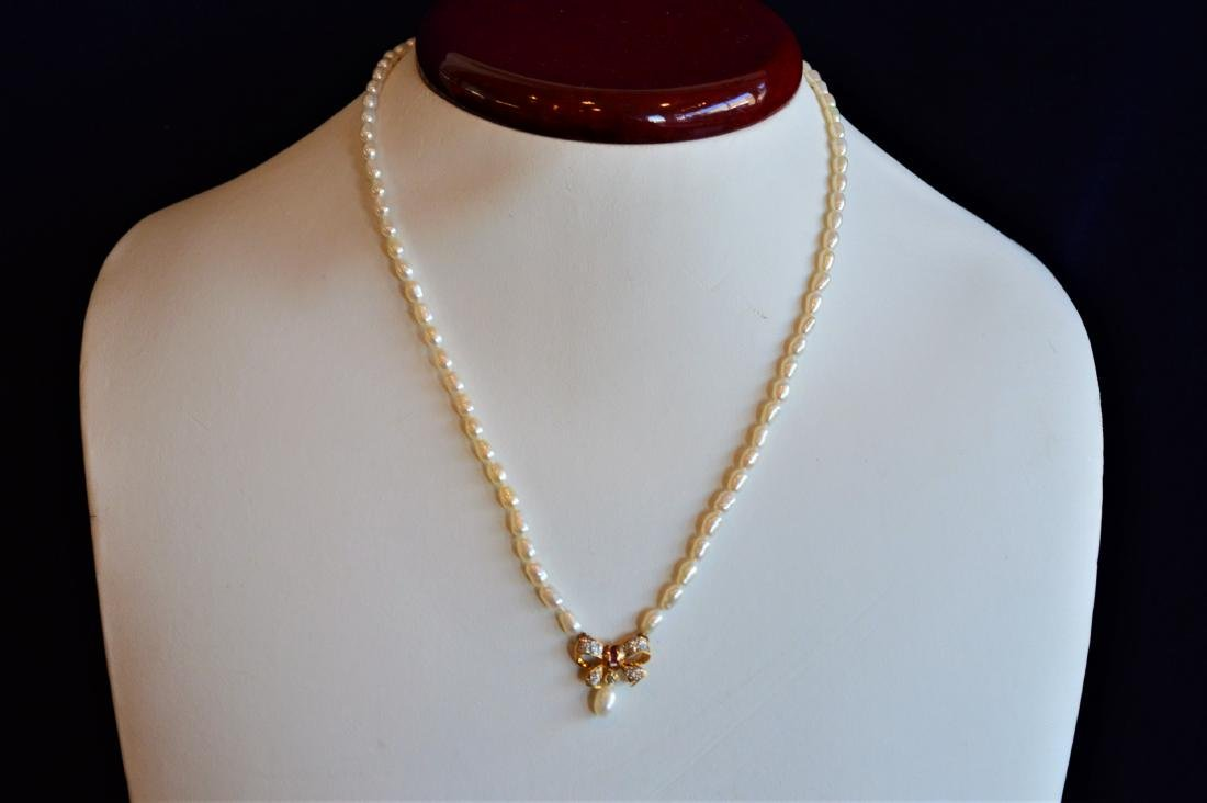 Feminine Pearl Necklace with Gold/Ruby/Diamond Bow