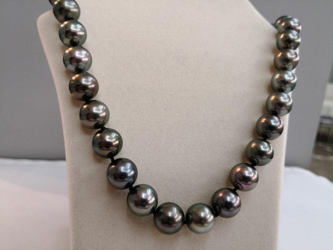 18K Gold Tahitian South Sea Pearl necklace