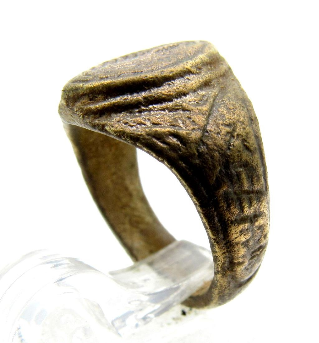 Late Medieval Tudor Ring with Floral Decoration - 2