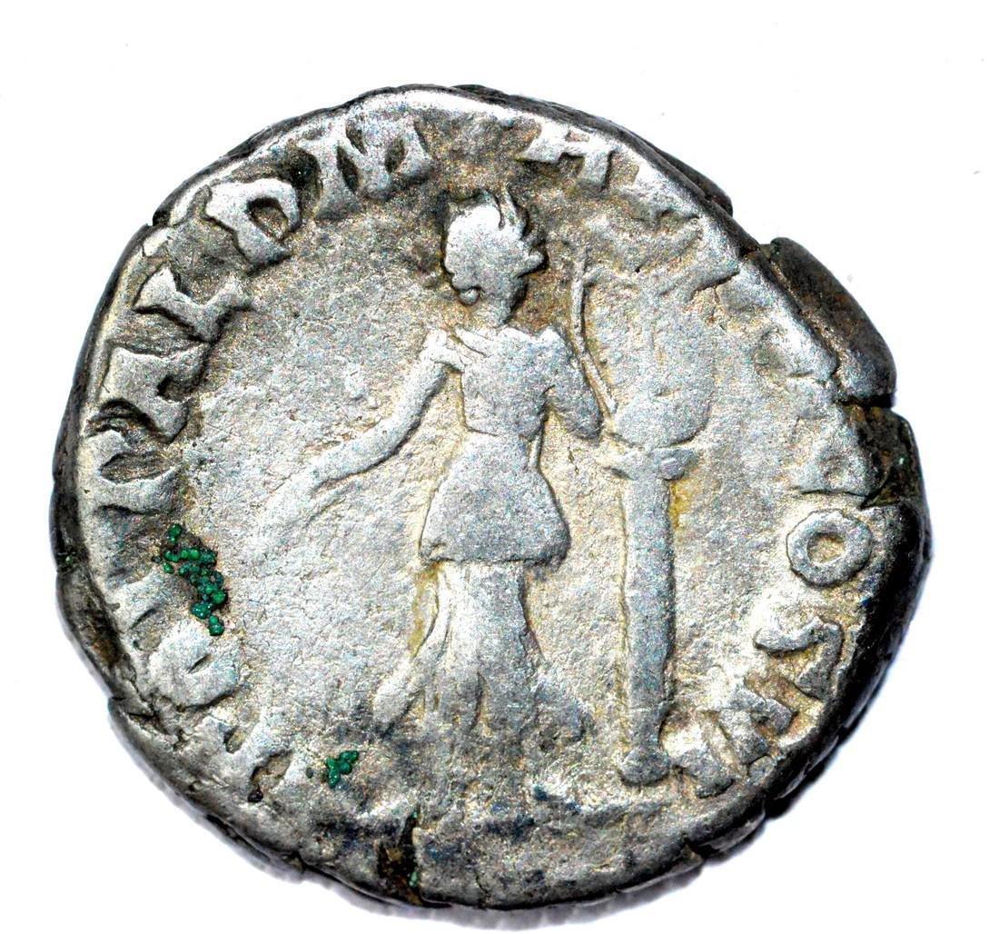 Roman AR Denarius of Commodus, rv, Victoria - 2