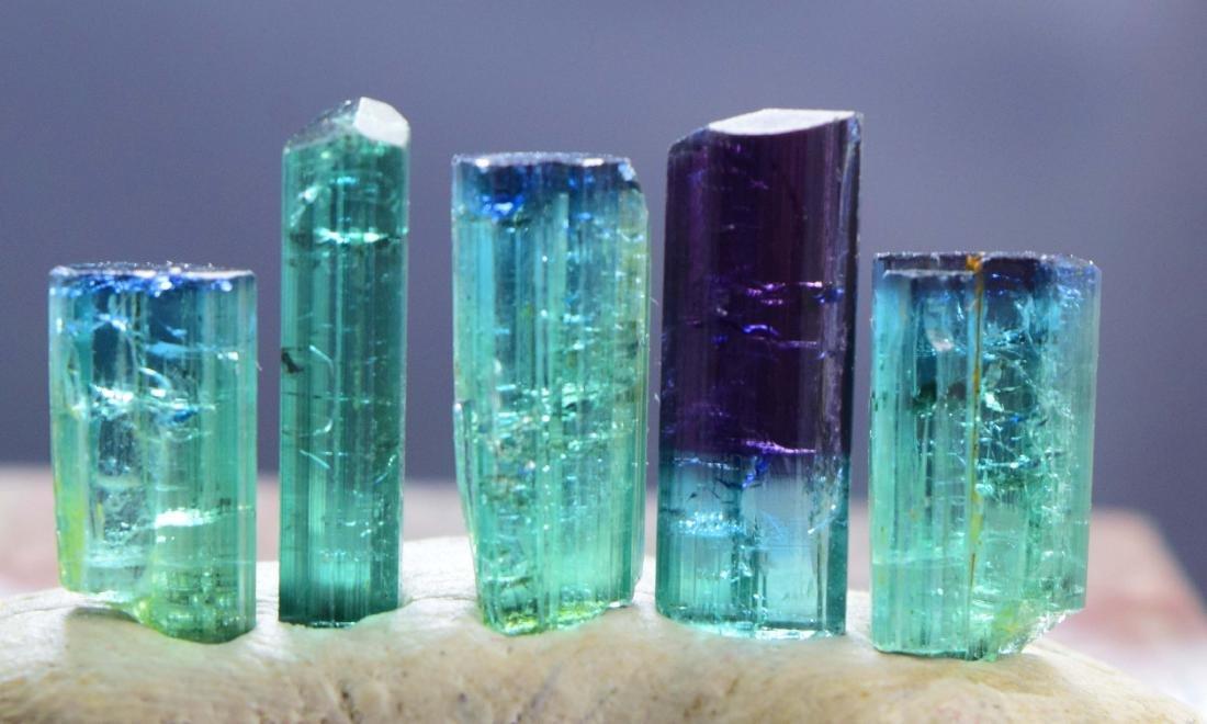 25 carats terminated indicolite tourmaline crystals lot