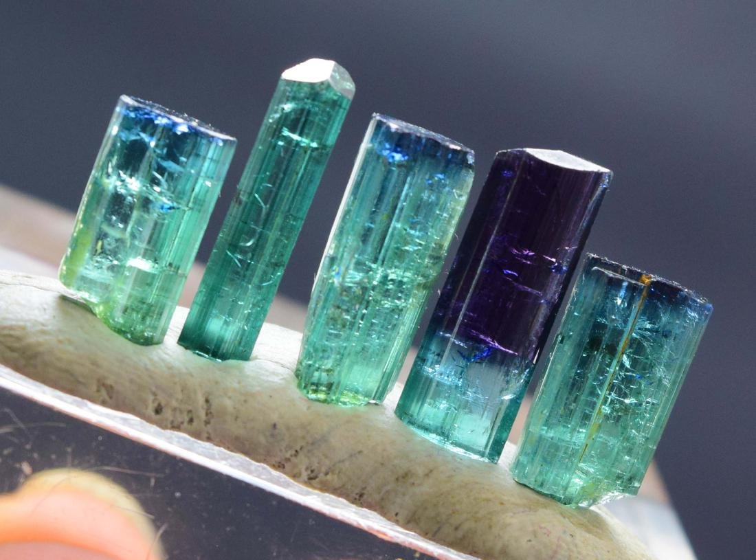 25 carats terminated indicolite tourmaline crystals lot - 5