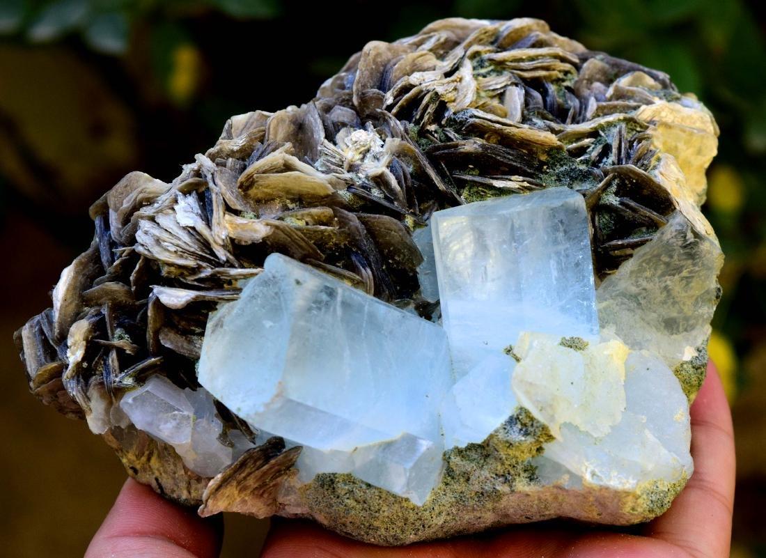 867 gram dazzling aquamarine with mica specimen