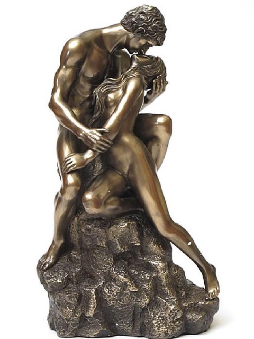 Veronese: BodyTalk Lovers Kiss statue