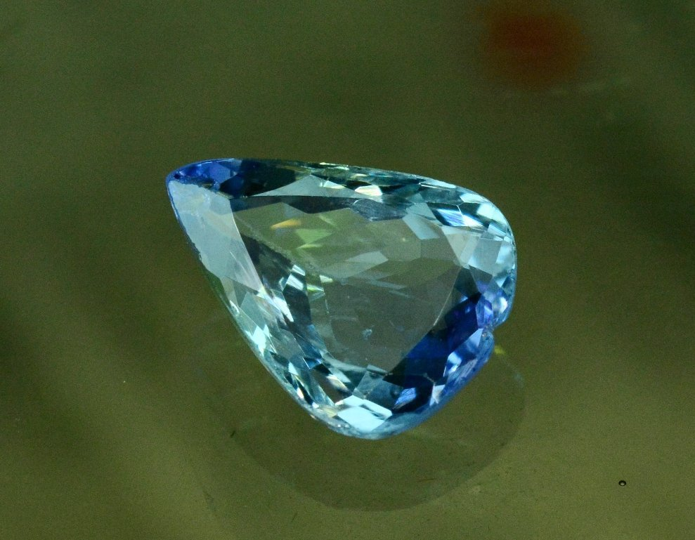 3.50 Carat Very Unique Bi Color Tanzanite Gemstone