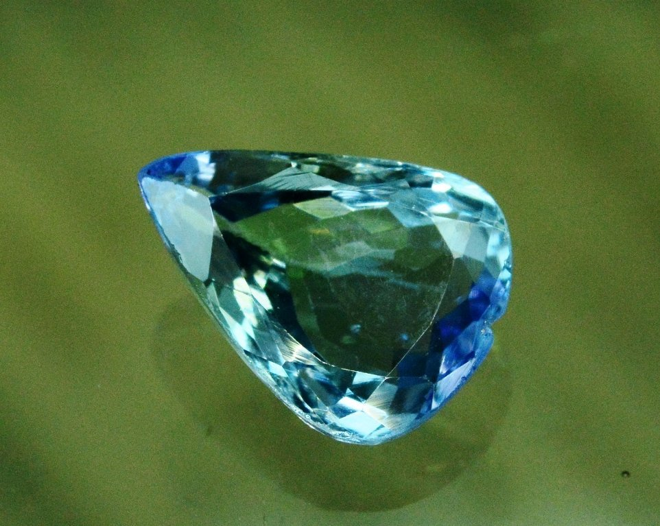 3.50 Carat Very Unique Bi Color Tanzanite Gemstone - 3