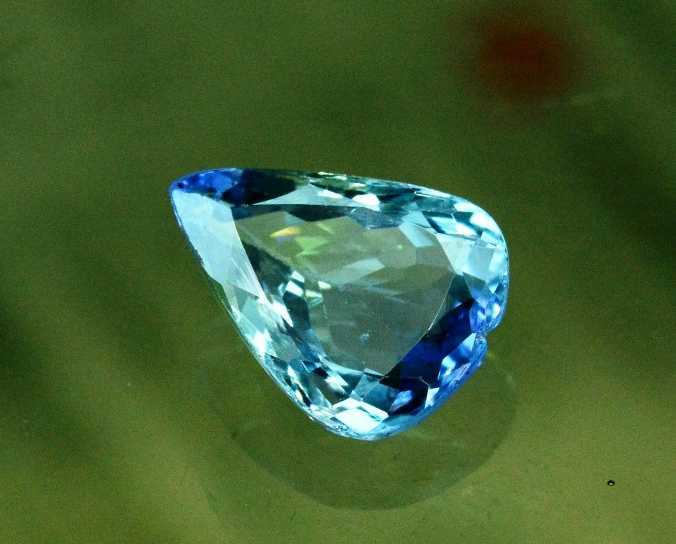 3.50 Carat Very Unique Bi Color Tanzanite Gemstone - 4