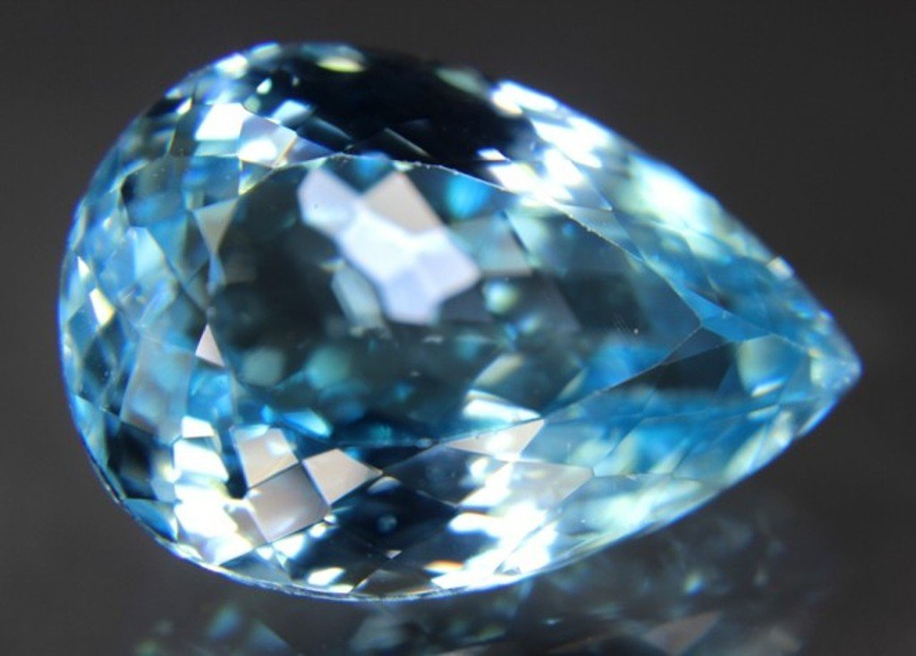 32.10 Carat Fantastic Blue Topaz Gemstone - 2