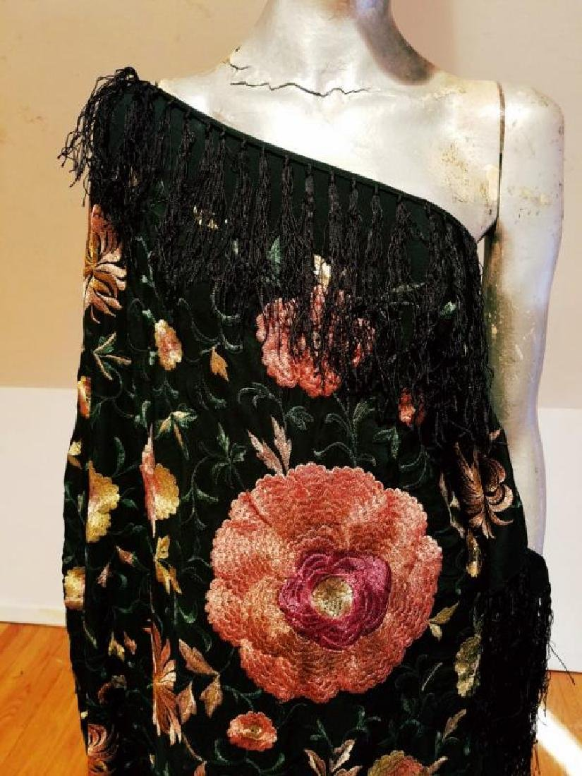 French 1940 silk large Mantilla hand embroidered Shawl - 7