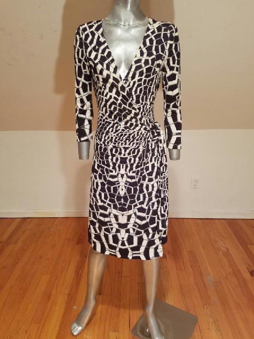 """Vtg Diane von Furstenberg silk wrap""""Diana"""" dress side - 10"""