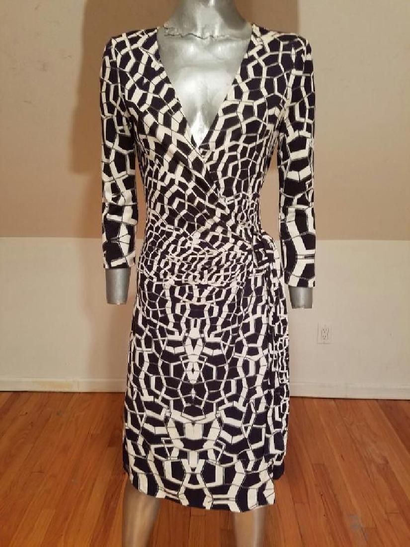 """Vtg Diane von Furstenberg silk wrap""""Diana"""" dress side - 9"""