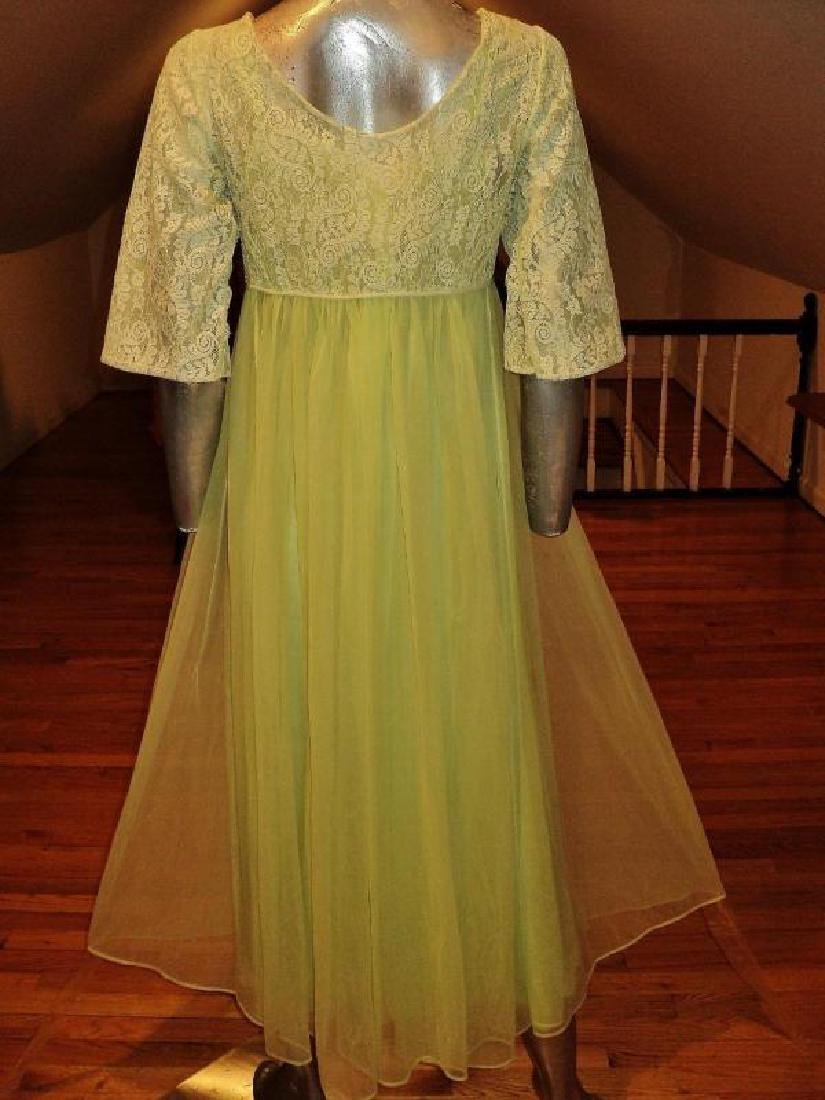 Vintage 1950's moss green nylon Peignoir set with lace - 2