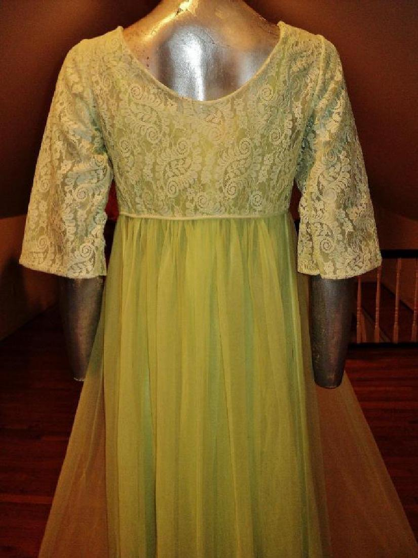 Vintage 1950's moss green nylon Peignoir set with lace - 3