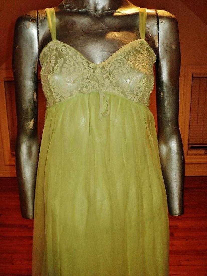 Vintage 1950's moss green nylon Peignoir set with lace - 4