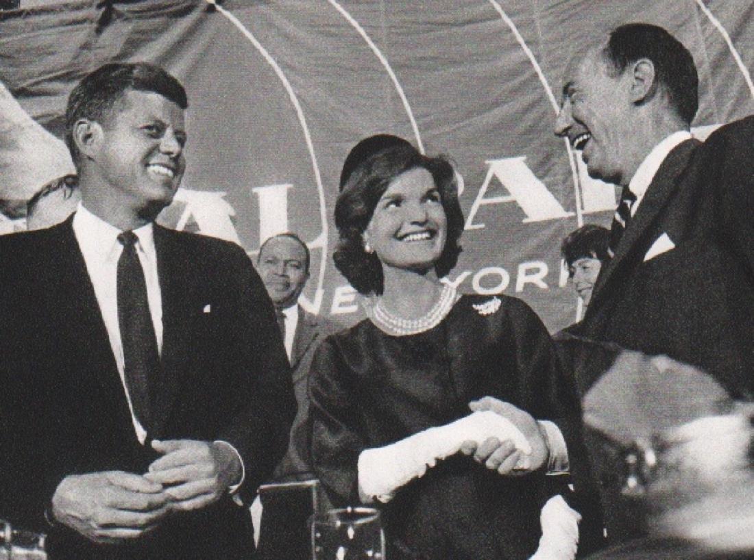 ALFRED EISENSTAEDT - John & Jackie Kennedy
