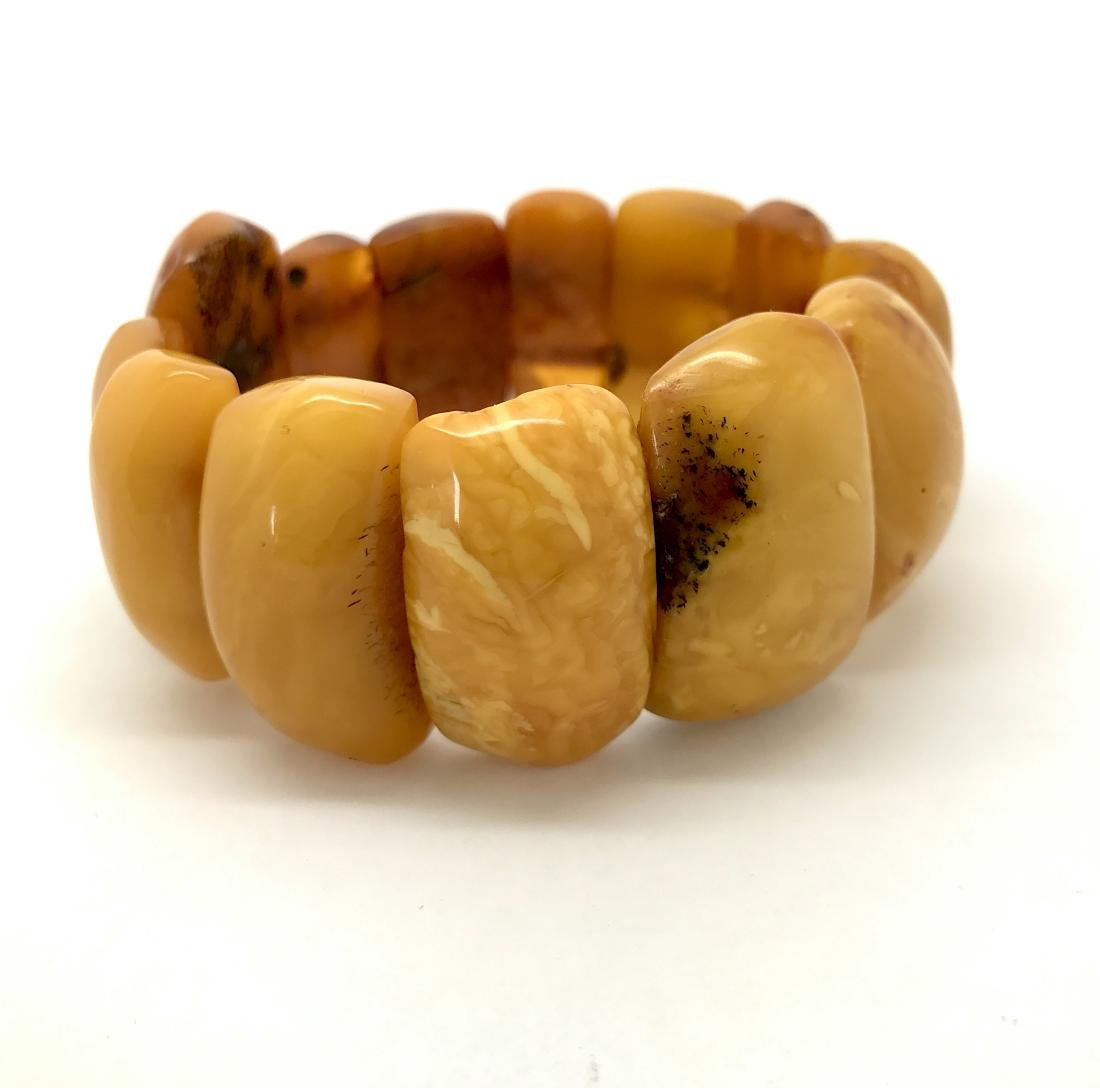 Antique Baltic amber bracelet of large cabochons, 48.5