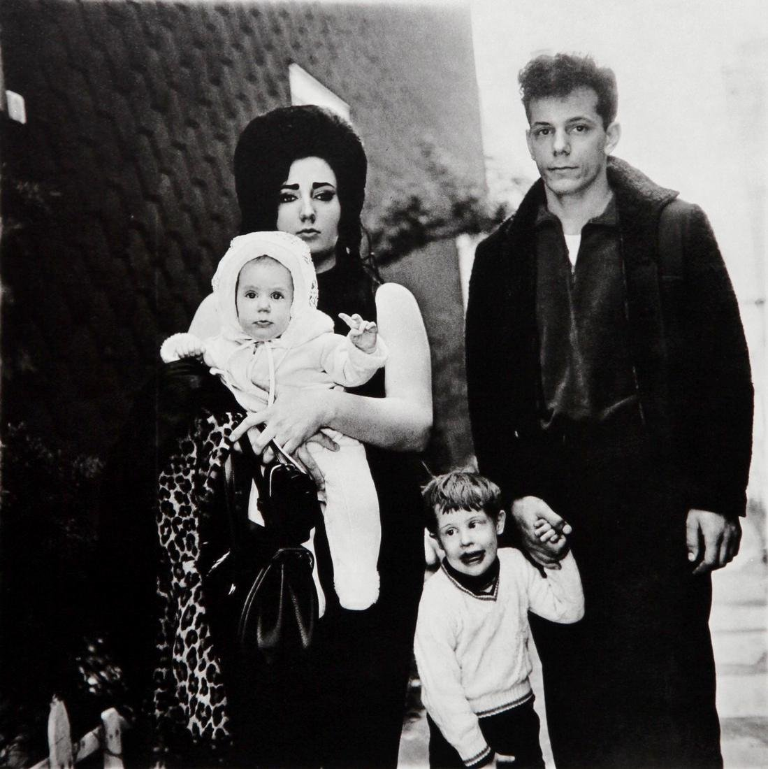 DIANE ARBUS - Young Family sunday outing New York 1966