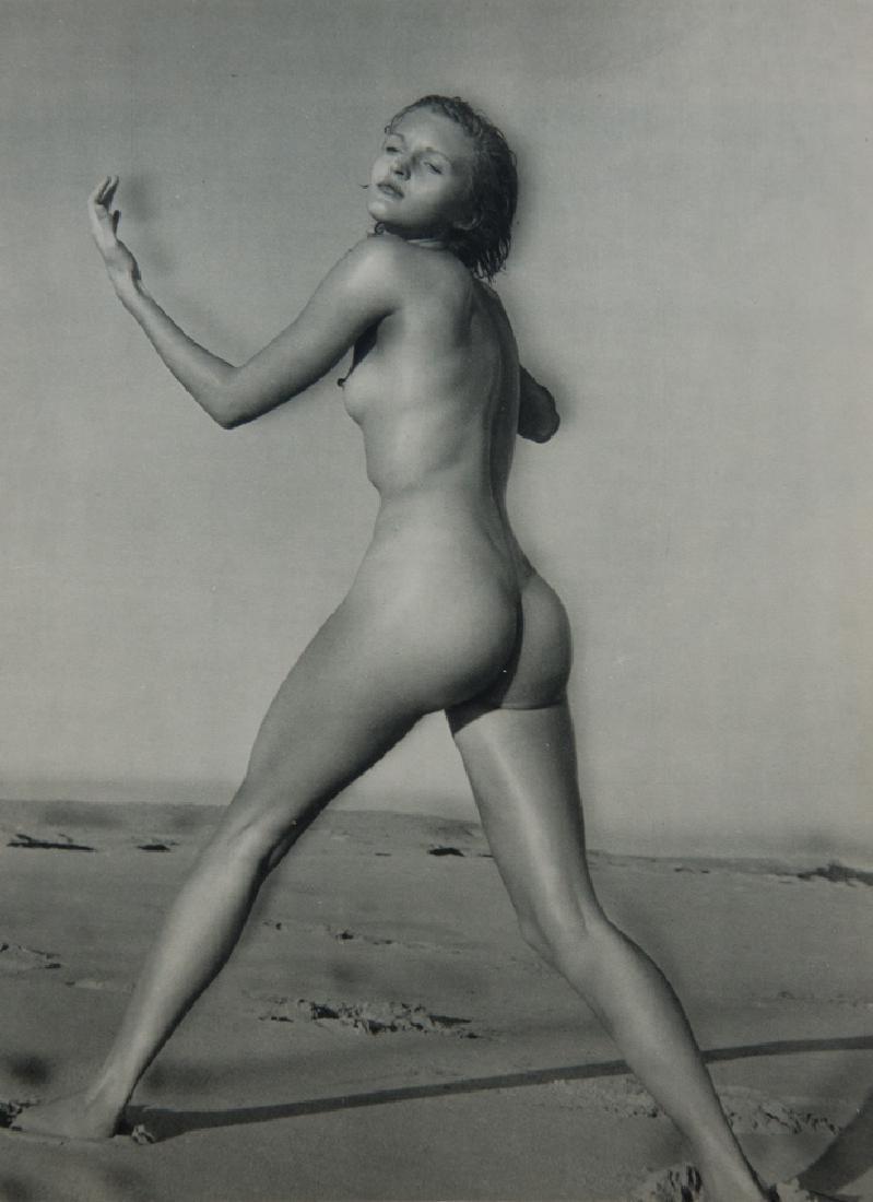 ANDRE DE DIENES - Nude on Sand