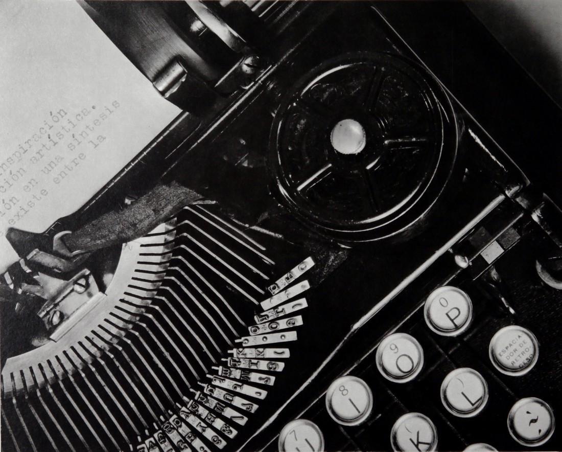 TINA MODOTTI - The type writer Julio Antonio Mella 1929
