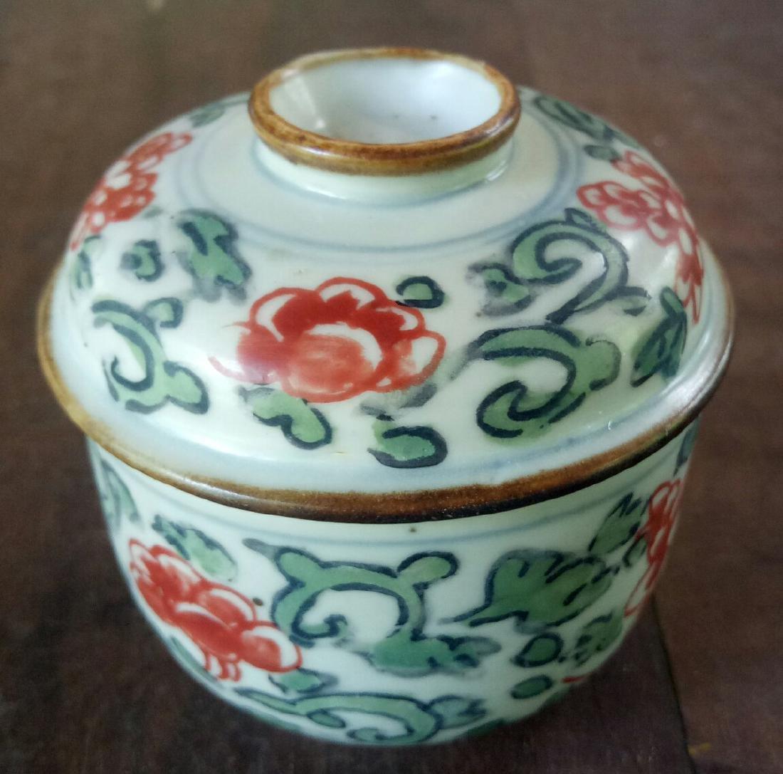Antique Chinese Kangxi Porcelain Lidded Pot, 1700