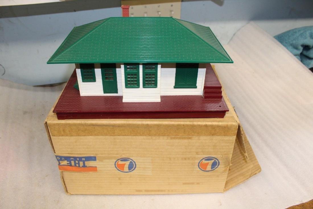 Lionel Postwar 132 Station w/ Station Stop Boxed