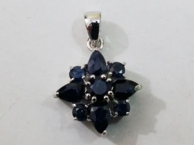 925 Silver Pendant with Natural Sapphire Gemstones