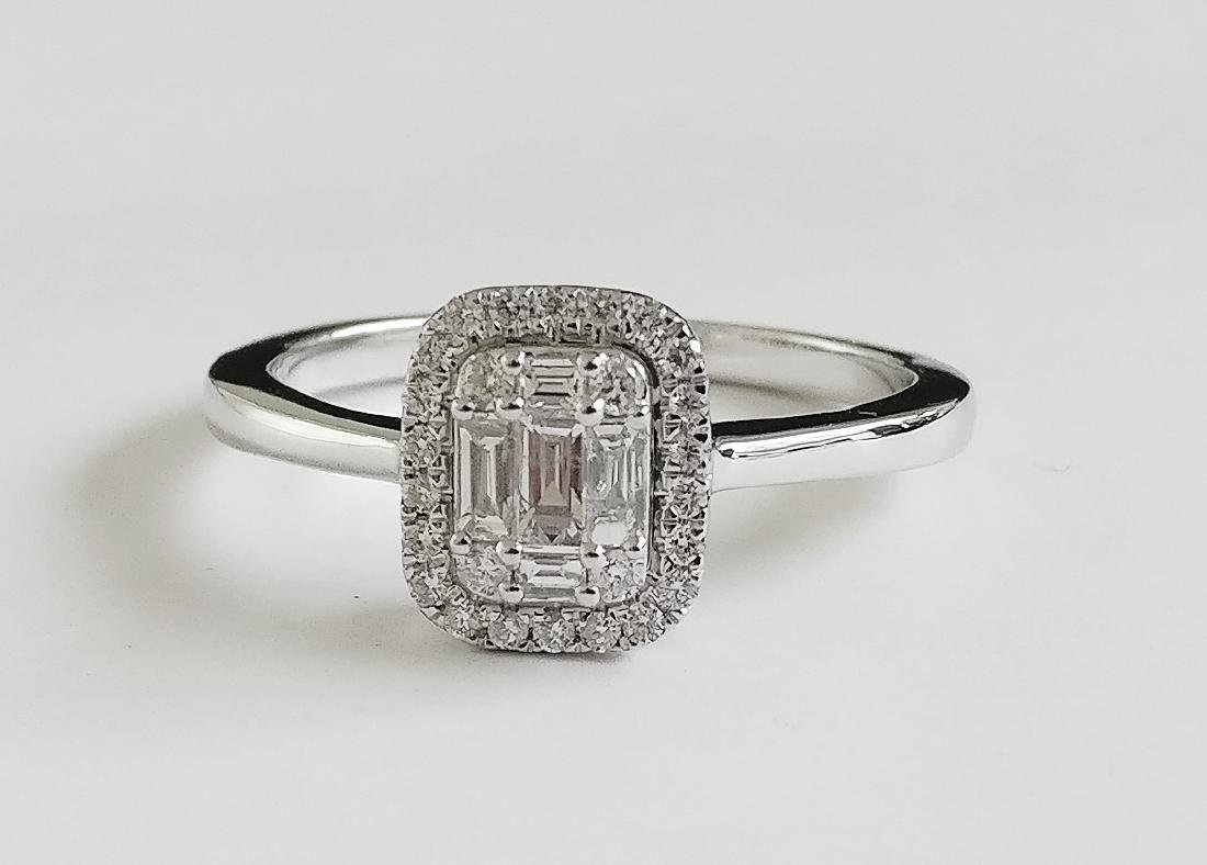 A Beautiful 18k Ring with Brilliant and Tapper cut