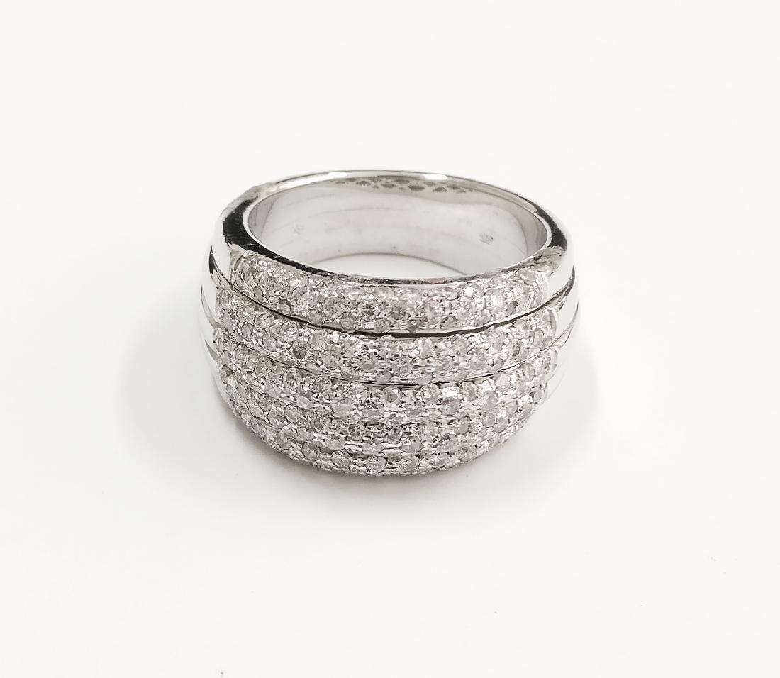 A Beautiful 18k ring with Brilliant cut diamonds F-G VS