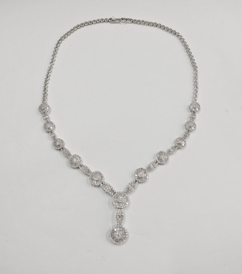 A Beautiful 18k Necklace with Brilliant and Tapper cut