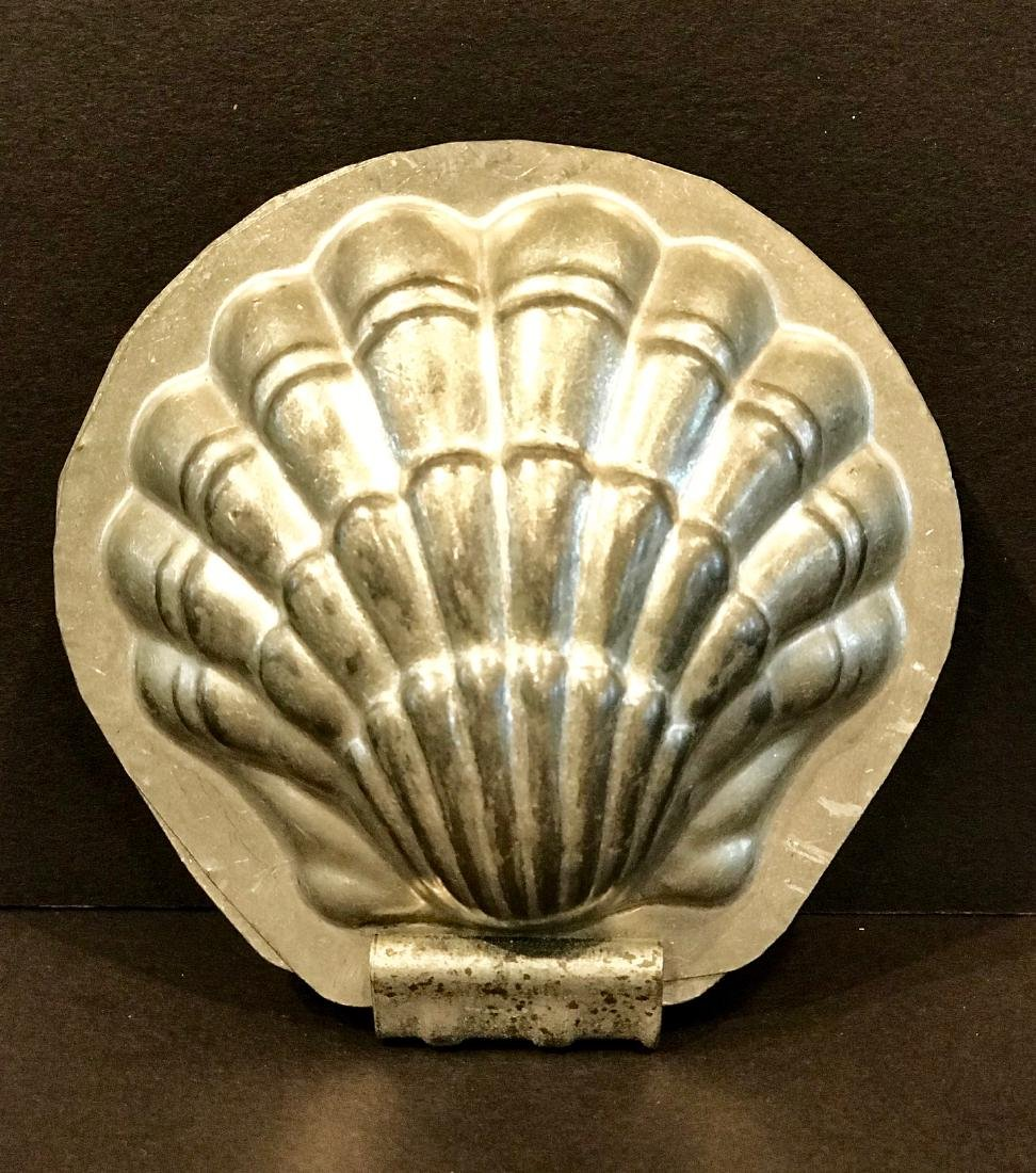 Clamshell Chocolate Mold, Early 20th c