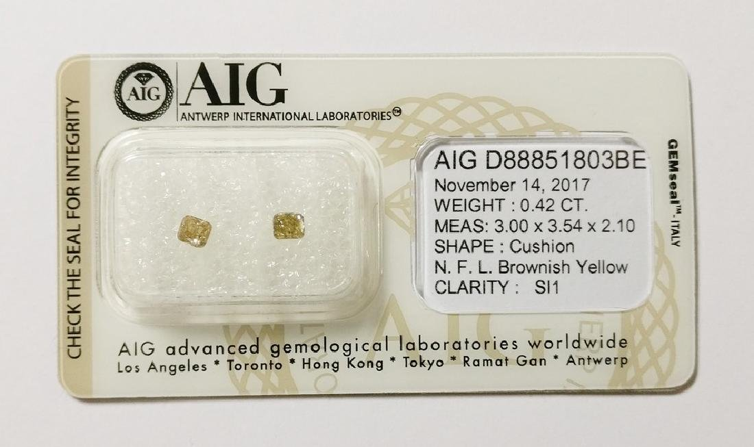 0.42 ct Cushion cut diamond Fancy Light Brownish Yellow